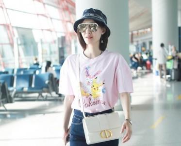王丽坤穿的彩色T恤,和这个夏天很match!
