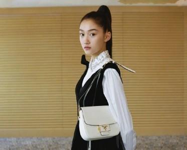 关晓彤最新杂志写真曝光,高马尾发型显露高级脸!