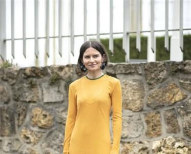 穿上这条毛衣裙,性感的温度刚刚好。