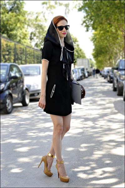 金发美女中式裙装