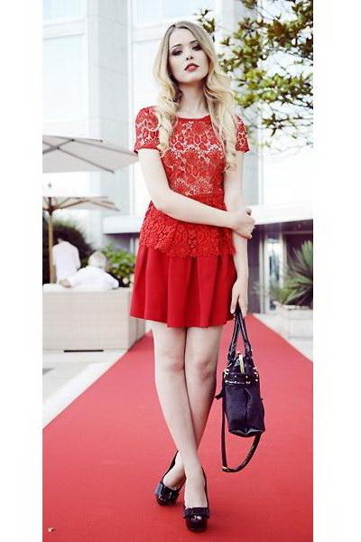 大红色蕾丝罩衫 竖