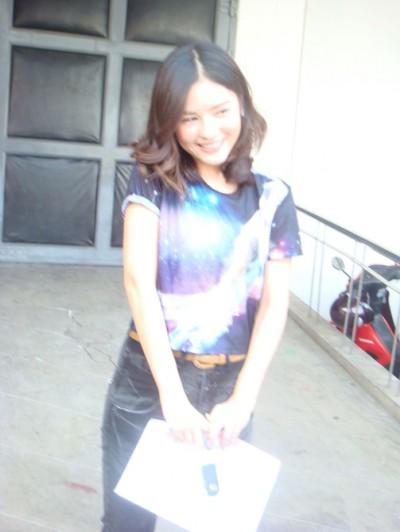 泰国最红女星Aomiz私下服装搭配 亦御姐亦萝莉(图4)
