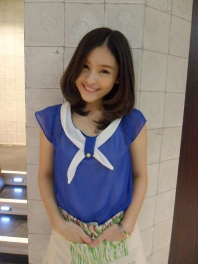 泰国最红女星Aomiz私下服装搭配 亦御姐亦萝莉(图2)
