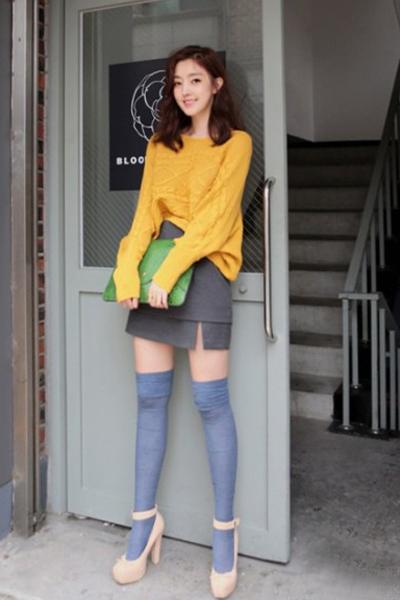 街拍秋日丝袜诱惑 天冷也能看美腿