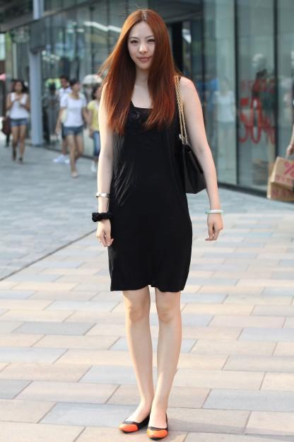 北京三里屯 美女黑衣裹身