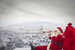 圣诞节就要到了,一想到那充满姜饼人和拐棍糖的世界就莫名温暖。回想小时候,总是期盼着圣诞老人会驾着雪橇,送来礼物。但其实,圣诞老人也有不为人