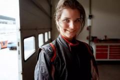 还记得15岁的赛车美少女薇薇安吗看过她的传奇经历之后许多粉丝都很想知道她是如何能在小小年纪就取得这样傲人的成绩下面,我们就来为大家做一个独