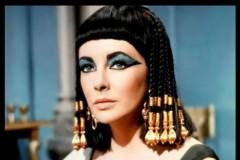 你知道在遥远的古代,女人们都是怎么化睫毛的吗?葛丽泰·嘉宝的经典眼妆是谁为她创造的?管状睫毛膏的发明出自谁手?你所不知道的关于蜜丝佛陀的睫