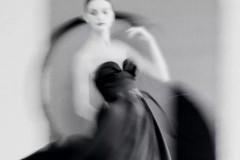 著名摄影师Sarah Moon为Dior Magazine拍摄了一组唯美影像。模特们身穿由Dior迪奥女装创意总监玛丽亚·嘉茜娅·蔻丽(M