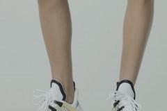 全新 LV Archlight 运动鞋耀世登场。闪耀路易威登 2018 春夏时装秀的特色设计,该系列运动鞋以流畅的的拱形线条搭配醒目的大尺