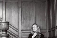 """_视频《T》杂志中国版深度采访Miuccia Prada,向她发问:""""是什么令她热爱时尚,是什么构成了她的疑惑,为什么表现'当下'是她最大"""