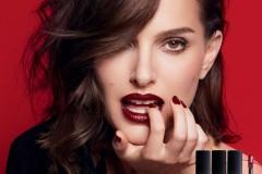 Dior迪奥烈艳蓝金唇膏代言人娜塔莉·波特曼(Natalie Portman)倾情演绎全新Dior迪奥烈艳蓝金液唇膏。使用Dior迪奥烈艳