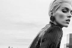 以品牌经典设计作为灵感源泉,JAMIE 手袋以 CARRÉ RIVE GAUCHE几何纹饰展现别致风格。ANJA - JAMIE手袋S
