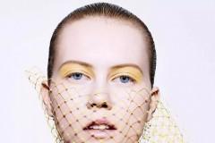 《DIOR, THE ART OF COLOR》一书以大量独特杰出的视觉艺术作品,呈现了Dior迪奥彩妆创意与形象总监Peter Phil