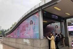 """""""从四月开始,薇婷在上海布局了全城广告,在线下方面,主要以户外广告为主力求渗透大家日常生活的方方面面。无论是在上班路上的地铁里、路上"""