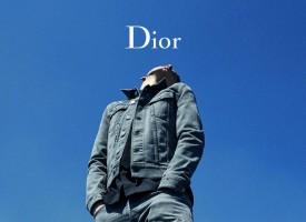 全新二零一八春季丹宁系列由DIOR HOMME创意总监克里斯·凡·纳什(KRIS VAN ASSCHE)精心设计,以摩登休闲风格重新诠释D