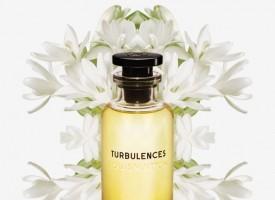 鲜花的意象,流动的嗅觉感受。赠予她路易威登香氛系列,制造惊喜与浪漫,用您的爱触动与众不同的母亲节体验。左右滑动查看更多风中玫瑰、湍流、沉醉