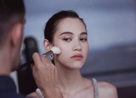 Dior迪奥香水化妆品亚洲形象大使水原希子(Kiko Mizuhara)亮相第七十一届戛纳电影节,以灵动之姿闪耀红毯。水原希子在Dior
